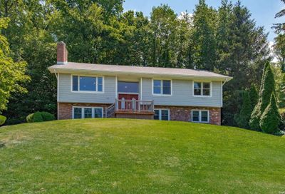14 Avondale Drive Cold Spring Hrbr NY 11724