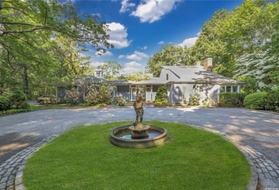 5 Tennis Court Road Oyster Bay NY 11771