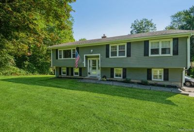 8 Pebble Road Call Listing Agent CT 06470