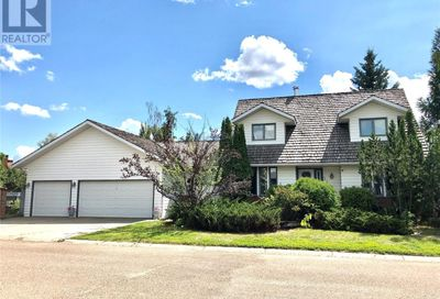 2532 Cardinal CRES North Battleford SK S9A3W9