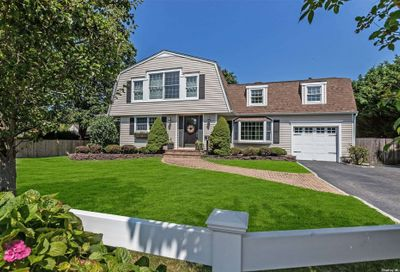 41 Middle Road Blue Point NY 11715