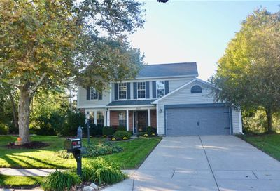 8582 Knoll Crossing Fishers IN 46038