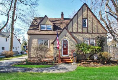 347 Windsor Avenue Brightwaters NY 11718