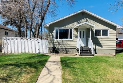612 4th AVE NW Swift Current SK S9H0V8