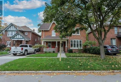 26 Parkside Drive Barrie ON L4N1W6