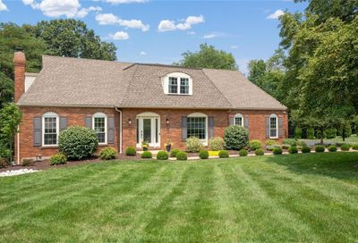 8 Jennycliffe Lane Chesterfield MO 63005