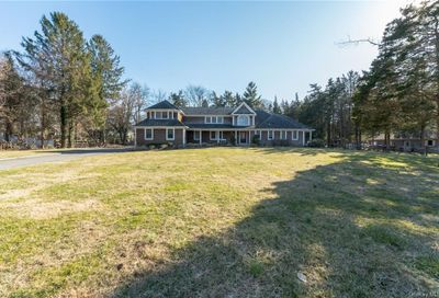 35 Chestnut Stump Road Northport NY 11768