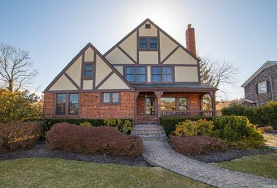 115 Concourse Brightwaters NY 11718
