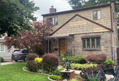 6 Garden Ct Carle Place NY 11514