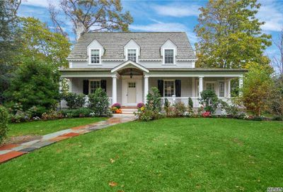 277 Woodland Drive Brightwaters NY 11718