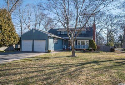 7 Annette Lane East Moriches NY 11940