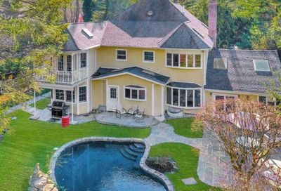 373 Frost Pond Road Glen Head NY 11545