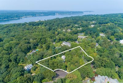 2 Folly Field Court Cold Spring Hrbr NY 11724