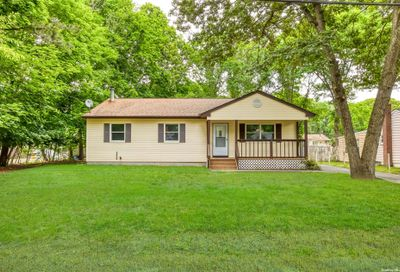 25 Pine Cone Street Middle Island NY 11953
