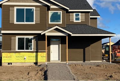 724 NW 27th Street Redmond OR 97756