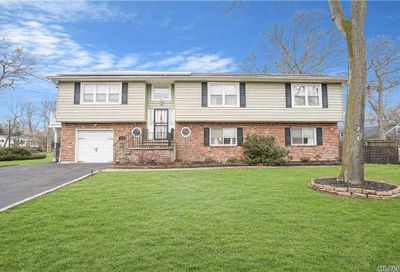 38 Mohawk Drive Brightwaters NY 11718