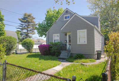 14 3rd Pl Place Roosevelt NY 11575