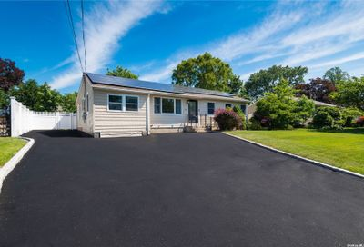 13 Byrd Court Kings Park NY 11754