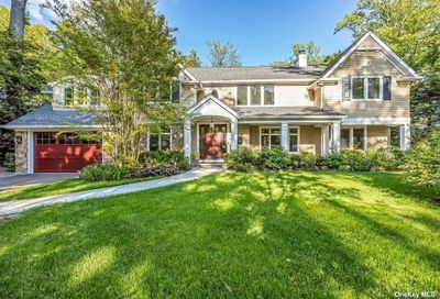 41 Meadow Woods Road Great Neck NY 11020