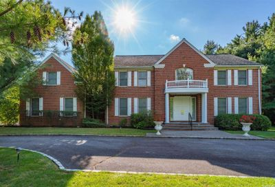 1 Westwood Court Muttontown NY 11545