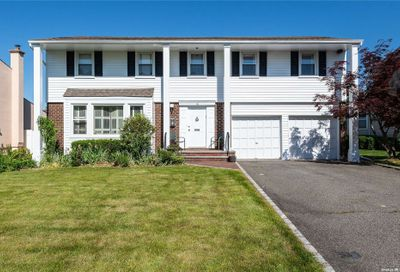 16 Carriage Road Roslyn NY 11576