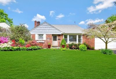 41 Sideview Drive Oyster Bay NY 11771