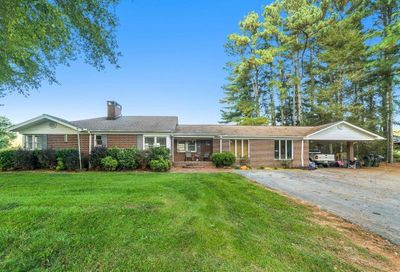 8223 Dicks Hill Parkway Mount Airy GA 30563