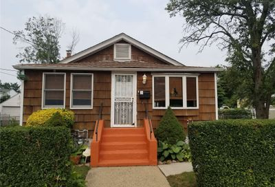 526 Sterling Street Uniondale NY 11553