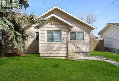 235 6th AVE NW Swift Current SK S9H0X7
