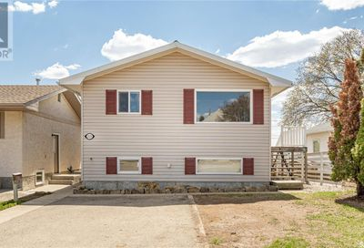 1123 Athabasca ST W Moose Jaw SK S6H2E6