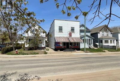 674 Athabasca ST W Moose Jaw SK S6H2C8