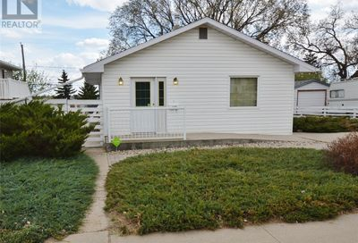 1129 ATHABASCA ST W Moose Jaw SK S6H2E8