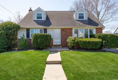 278 Wickshire Drive East Meadow NY 11554