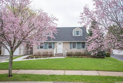 78 Hawthorne Road East Norwich NY 11732