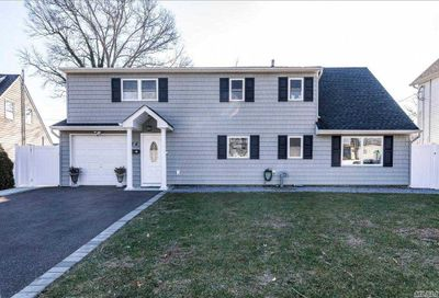 74 Constable Lane Levittown NY 11756
