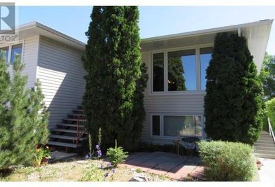 451 3rd AVE NW Swift Current SK S9H0S4