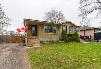17 Barry Street St. Catharines ON L2R7G4