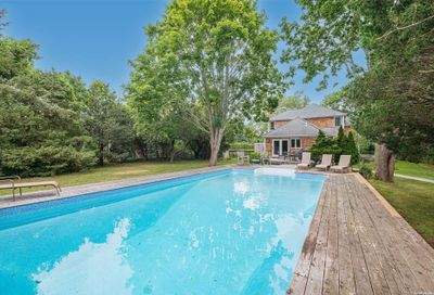 33 Old Meeting Road Quogue NY 11959