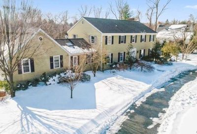 105 Foxhunt Crescent Oyster Bay Cove NY 11791