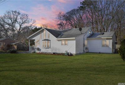 22 5th Street Moriches NY 11955