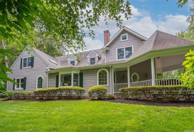 20 Peabody Road Cold Spring Hrbr NY 11724