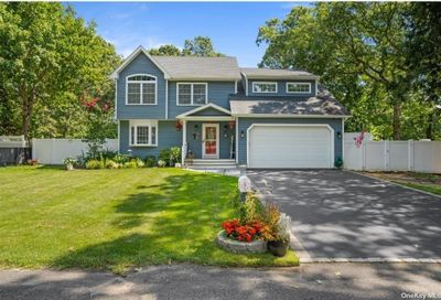 15 Forest Road Centereach NY 11720