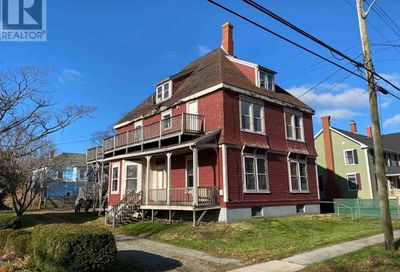 56 William Street Yarmouth NS B5A1Y5