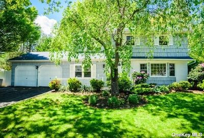 10 Frost Pond Road Greenlawn NY 11740
