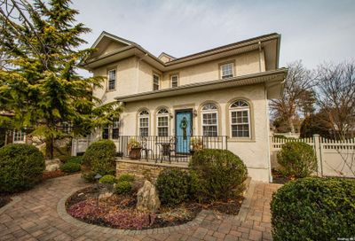 344 Plymouth Avenue Brightwaters NY 11718