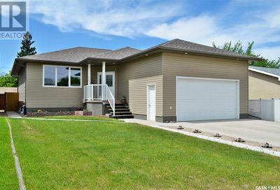 838 7th AVE NE Moose Jaw SK S6H1M7