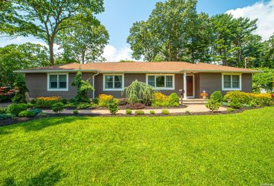 527 Peters Boulevard Brightwaters NY 11718