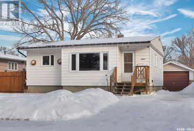 1054 Montgomery ST W Moose Jaw SK S6H2X1