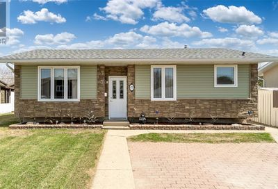 875 Grey AVE Moose Jaw SK S6H1N2