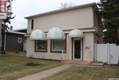921 1st AVE NW Moose Jaw SK S6H3H9